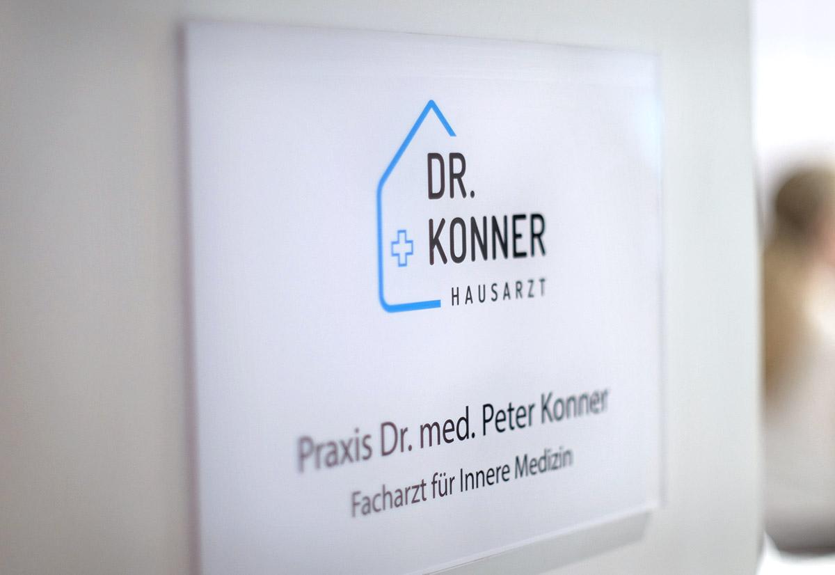 Praxis Hausarzt Dr. Konner: Praxisbeschilderung innen