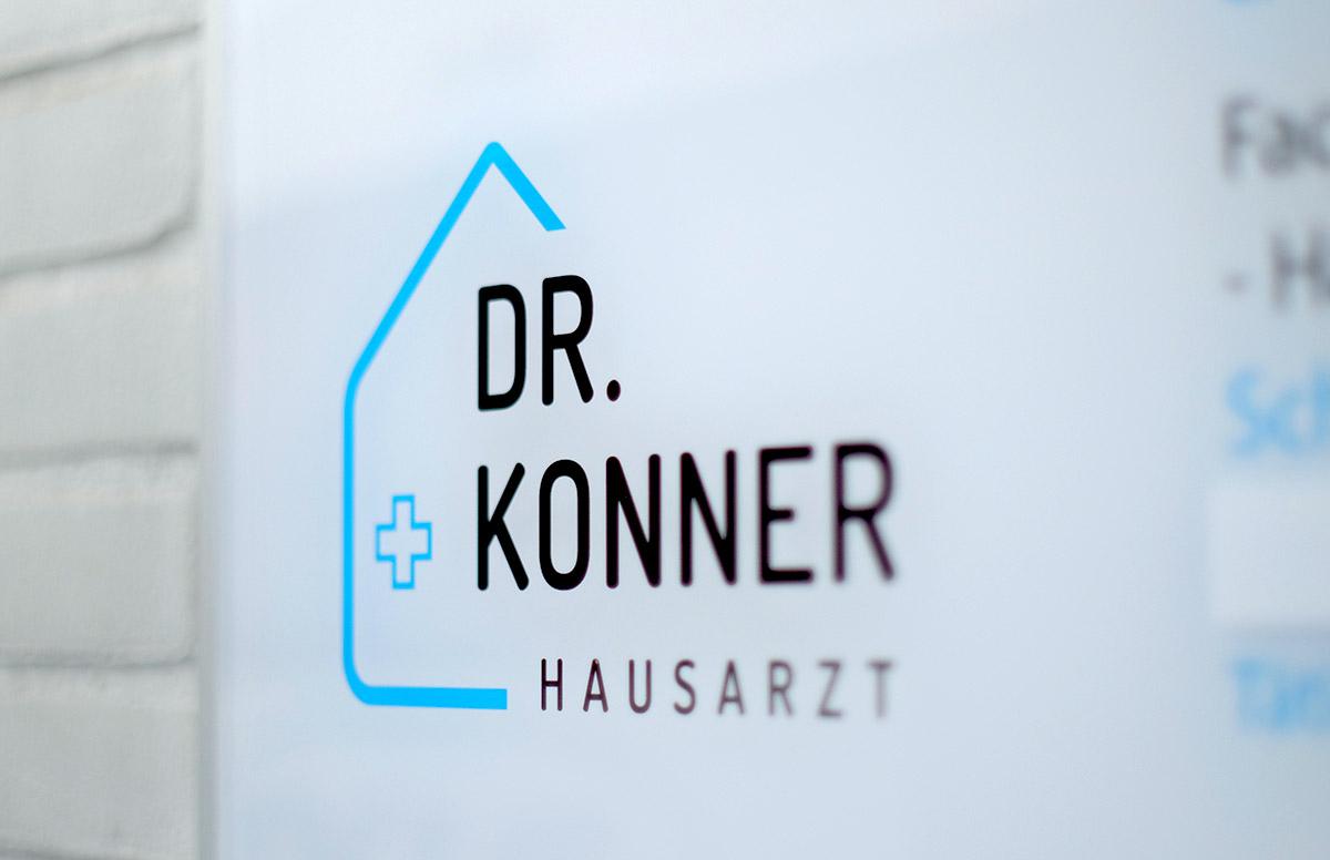 Praxis Hausarzt Dr. Konner: Aussenbeschilderung