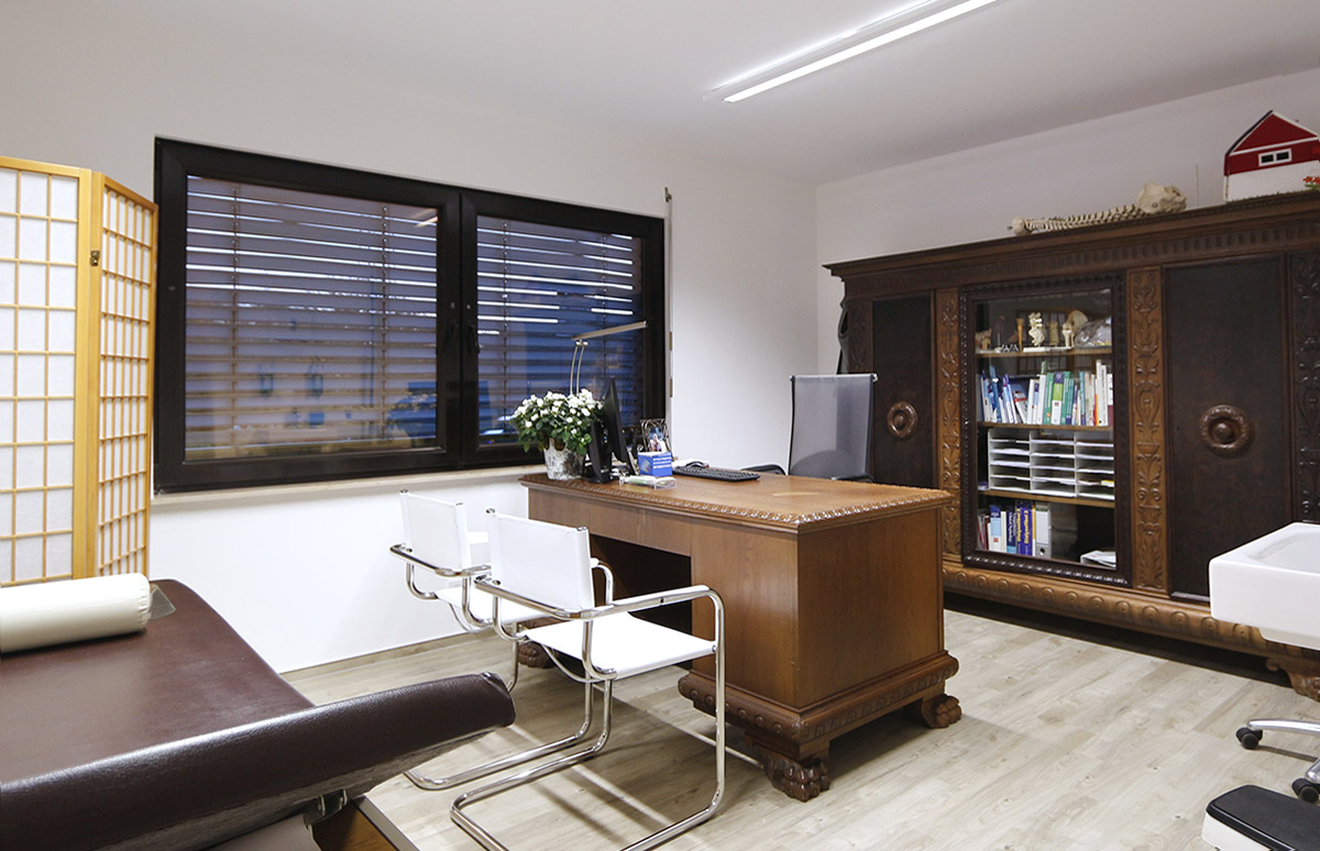 Praxis Hausarzt Dr. Konner: Sprechzimmer 1